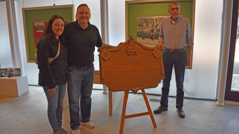 Kleinzoon majoor Robert Saville brengt bezoek aan Wierden
