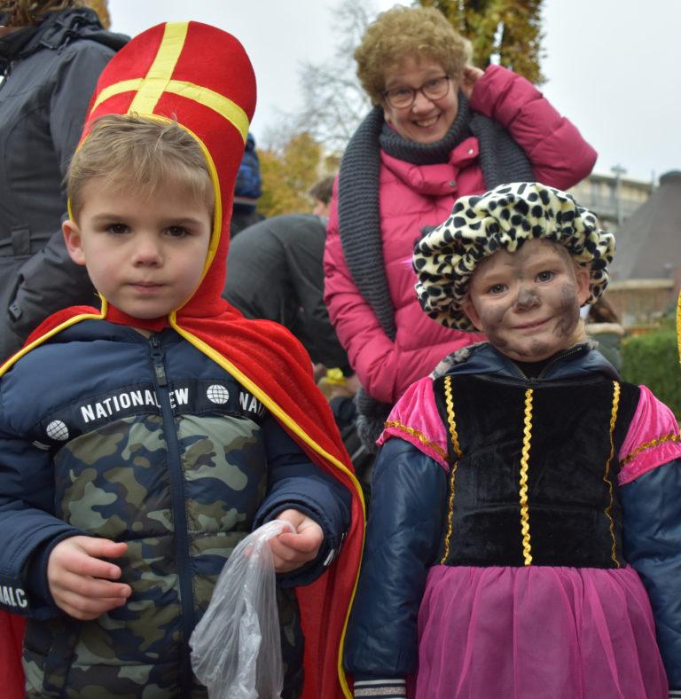 Sinterklaas en Pieten in stijl verwelkomd